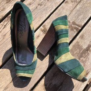 FERGIE Blitz - SZ 8, peep toe with stacked heel